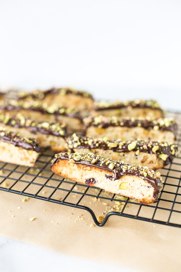 Gluten-Free Dark Chocolate Dipped Cranberry Pistachio Biscotti A crumbly, dunkable gluten-free dark chocolate dipped cranberry pistachio biscotti recipe. Perfect for the holidays and with a healthy spin so you can feel good about sharing with those you love (or keeping all to yourself!). | Honestly Nourished www.honestlynourished.com