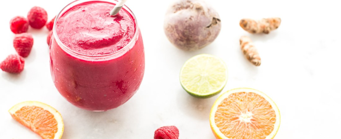 A simple detoxifying ginger berry beet citrus smoothie filled with powerful cleansing and anti-inflammatory ingredients to energize and rejuvenate. | Honestly Nourished