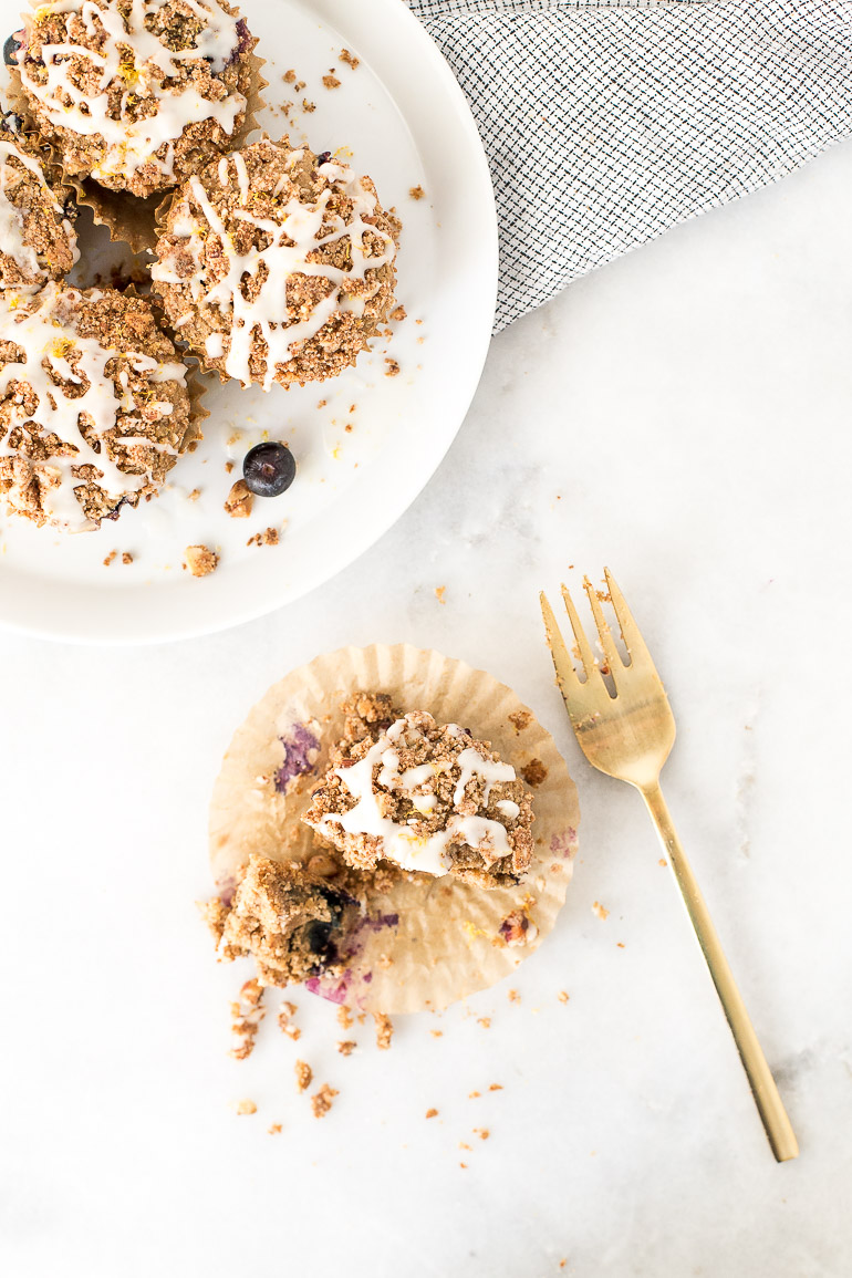 Lemon-Blueberry-Oatmeal-Muffins-with-Coconut-Butter-Crumb-Topping-Honestly-Nourished