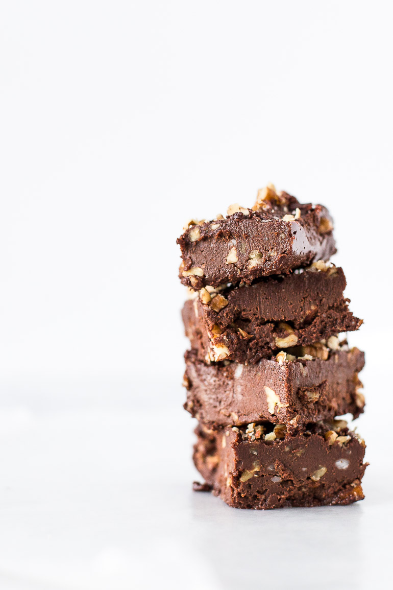 The perfect way to show someone you love them? By making them this healthy and nourishing salted chocolate freezer fudge! | via Honestly Nourished