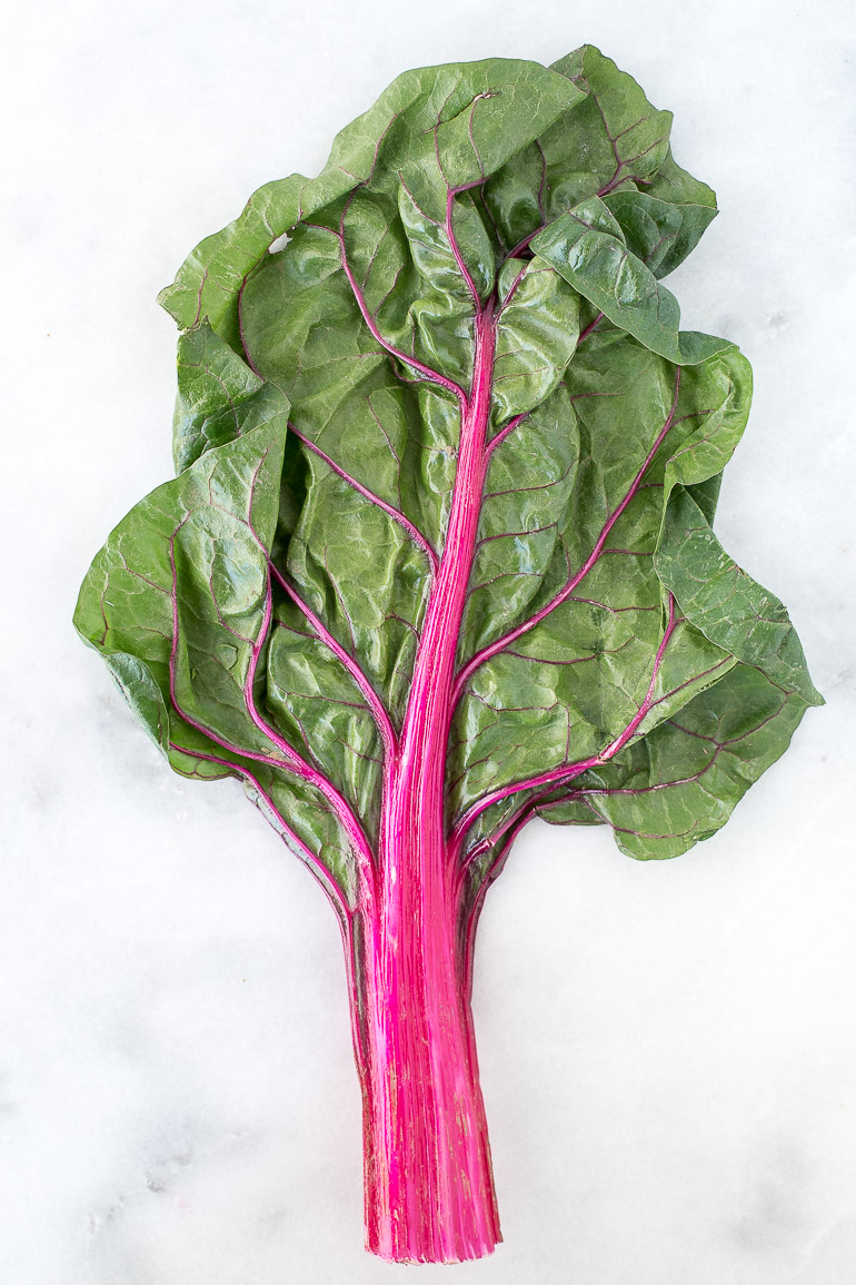 Learn about the health benefits of this superstar leafy green, plus how to prepare it, tips for storing, and ideas for cooking. | via Honestly Nourished