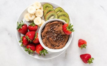 Satisfy your sweet tooth with this crazy-good chocolate hummus spread that's as amazing for you as it tastes! Full of fiber, good-for-you fats, and nourishing ingredients, it's the ultimate healthful antidote to more indulgent, higher calorie snacks or desserts. | vegan + gluten free + refined sugar free