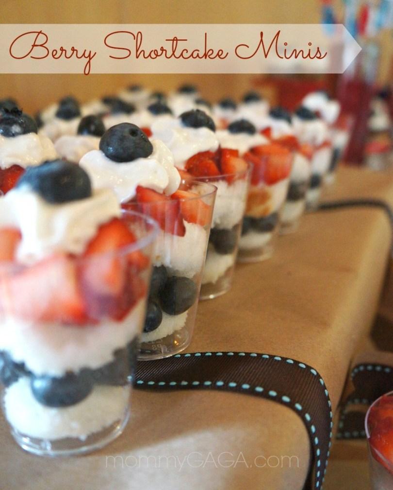 berry shortcake mini parfaits dessert