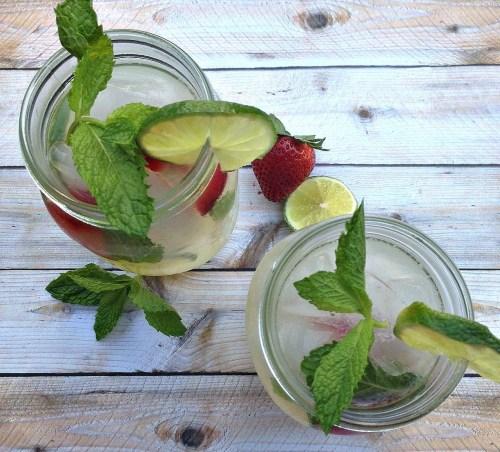 Summer alcoholic drinks, mint vodka lemonade