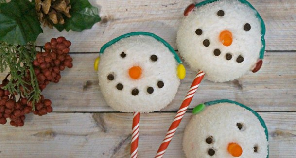 Holiday snowman treats made out of Hostess Sno balls - Christmas party food ideas