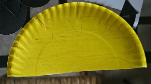 Trace shapes on paper plate school bus to match