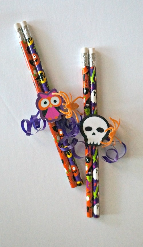 Fun Candy Free Treats- DIY Halloween party favor pencils for kids, perfect for classroom parties!