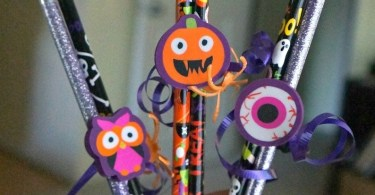Make these fun easy and candy free Halloween pencil favors