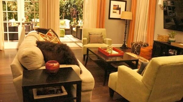 ABC's Blackish Set - Cozy living room