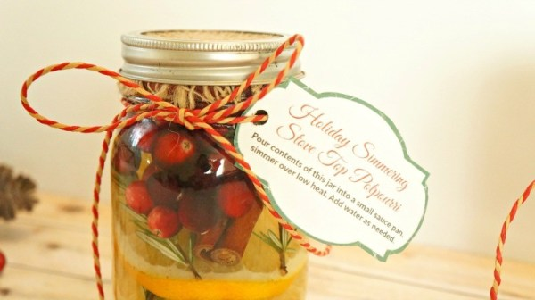 Christmas potpourri in a har - DIY Cranberry Orange Stove Top Potpourri