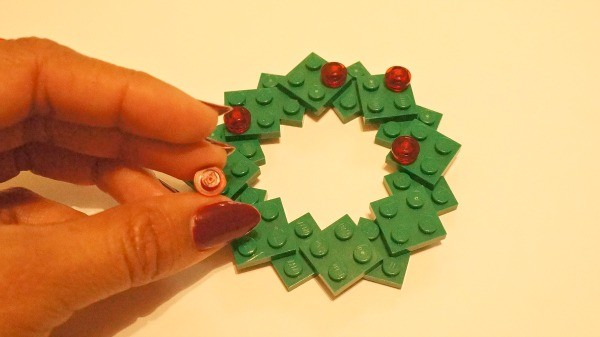 How to make a LEGO holiday wreath photo ornament, add red LEGO caps