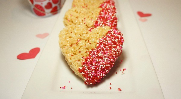 How to make Chocolate Dipped Rice Krispies Treat Hearts, the perfect Valentines Day treats