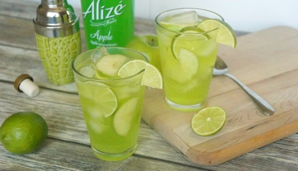 Sparkling Apple Fizz Cocktail Recipe, made with Alize Apple
