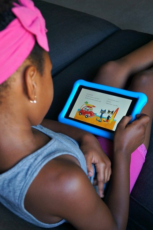 Girl plays with Amazon Fire 7 Kids Edition tablet review