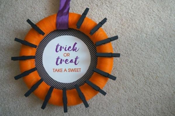 DIY Halloween candy wreath craft