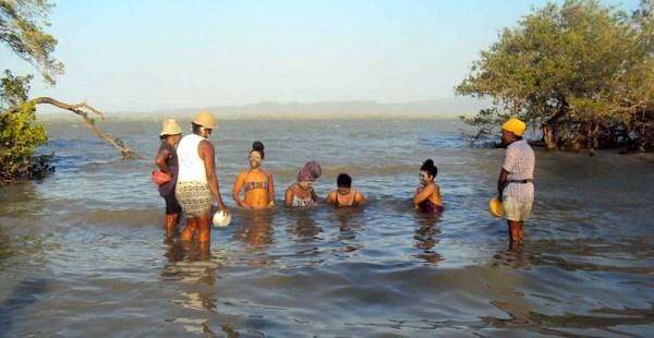 Rinse the mud off at the river near El Totumo mud volcano