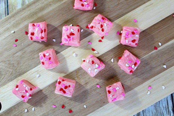 Easy Valentine fudge recipe - no bake Valentine desserts