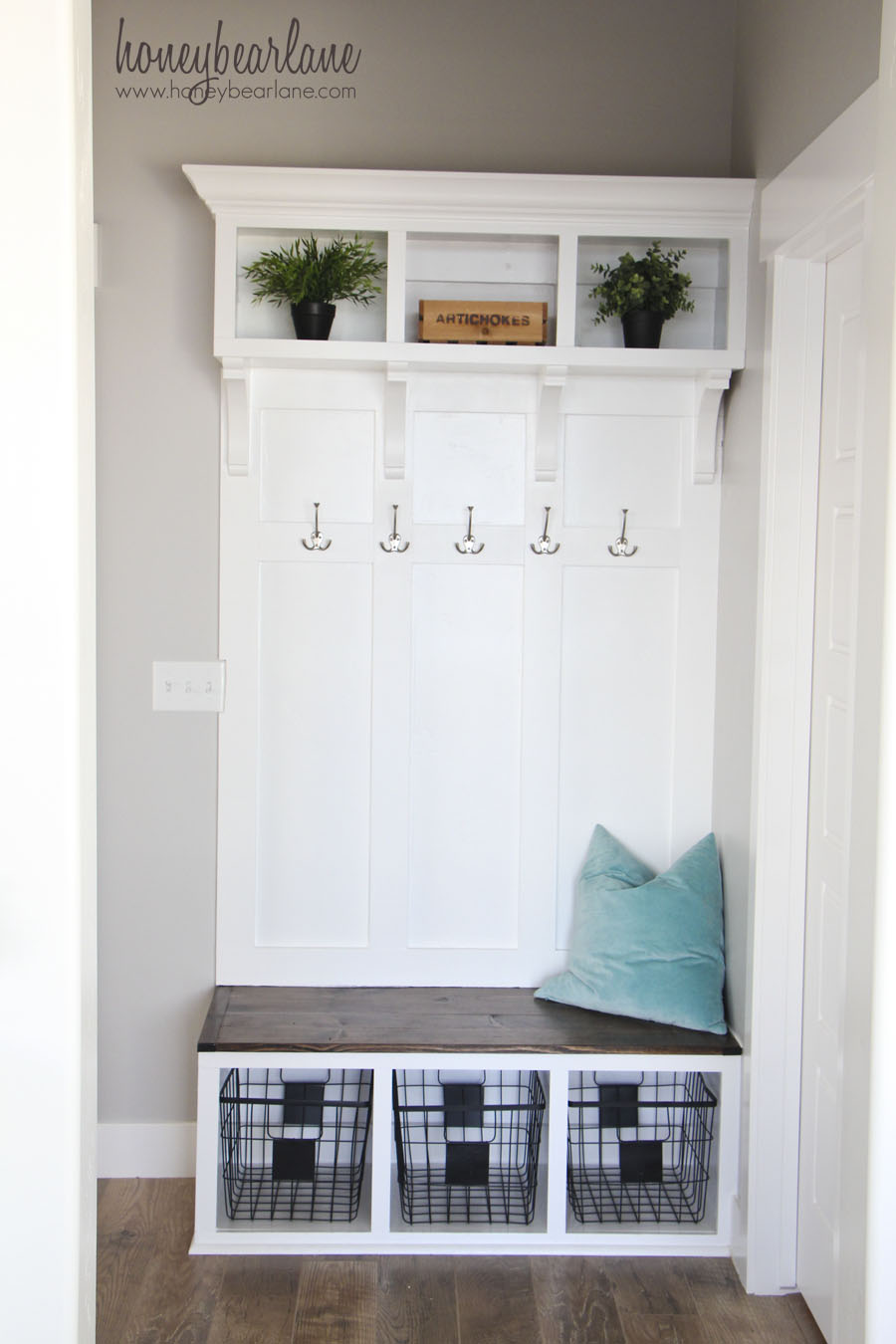 Astonishing Diy Mudroom Bench Part 2 Honeybear Lane Squirreltailoven Fun Painted Chair Ideas Images Squirreltailovenorg