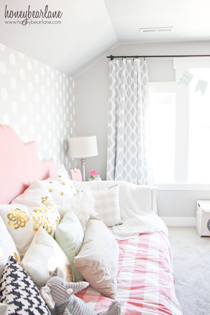 gray and pink room