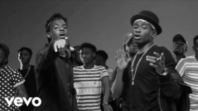 Photo of Lil Kesh & Producer; Young John, Fell Twice On Stage After Their Stubbornness