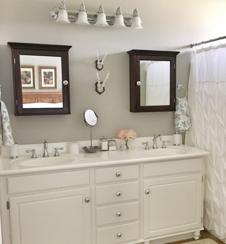 builder-grade-bathroom