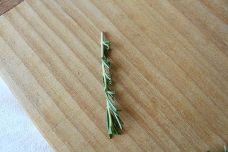 The-perfect-way-to-cut-rosemary