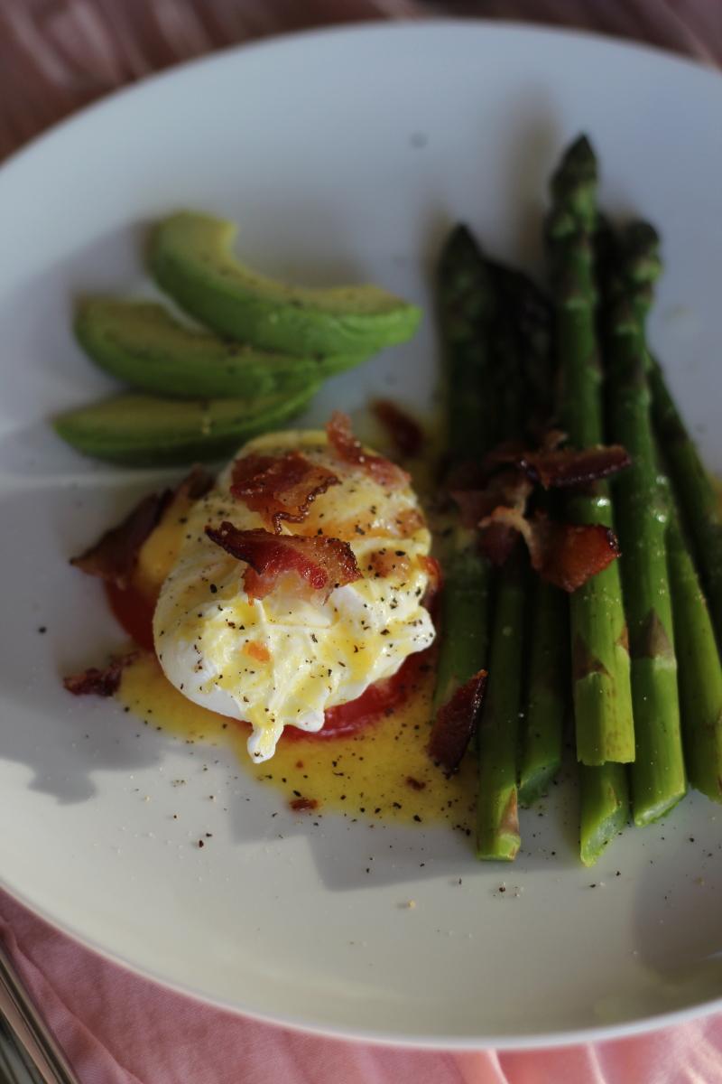How to make paleo friendly eggs benedict | how to poach eggs | paleo hollandaise sauce