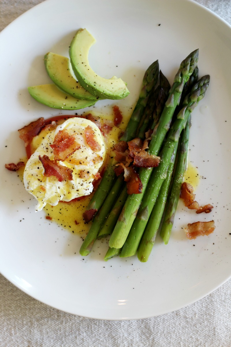 How to make paleo friendly eggs benedict   how to poach eggs   paleo hollandaise sauce