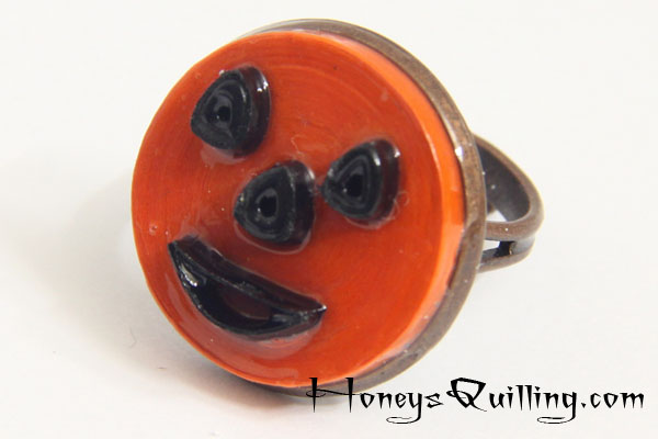 Halloween Jack O' Lantern ring - modern paper quilled jewelry - free pattern from Honey's Quilling