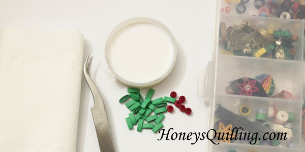 DIY Christmas Mistletoe Earrings Paper Quilling Free Tutorial from Honey's Quilling