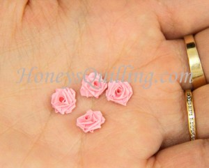 How to make a TINY paper quilled rose - free tutorial from Honey's Quilling
