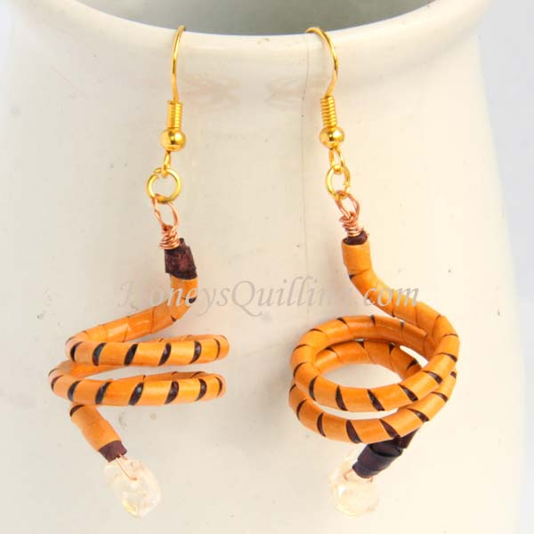 Paper quilled spiral earrings made from tubing - free tutorial from Honey's Quilling
