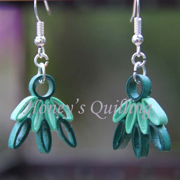 Free pattern for paper quilled small lotus earrings - Honey's Quilling