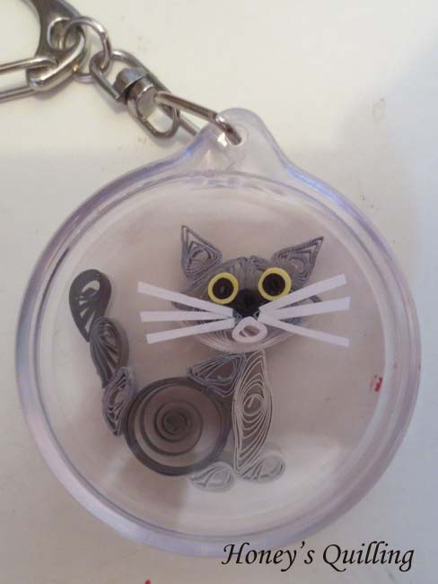 paper quilled cat keychain