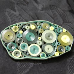 green retro circles paper quilled pin - Honey's Quilling