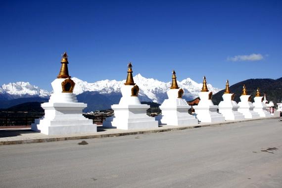dechin yunnan stupas