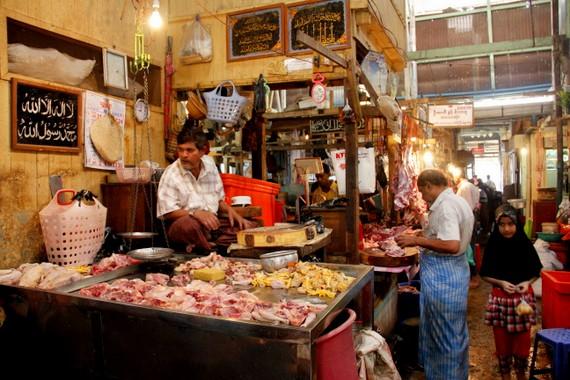 Inside of Theingyi Zei Market