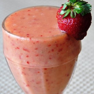 Tropical Mango Banana-Berry Smoothie (Non-Dairy)