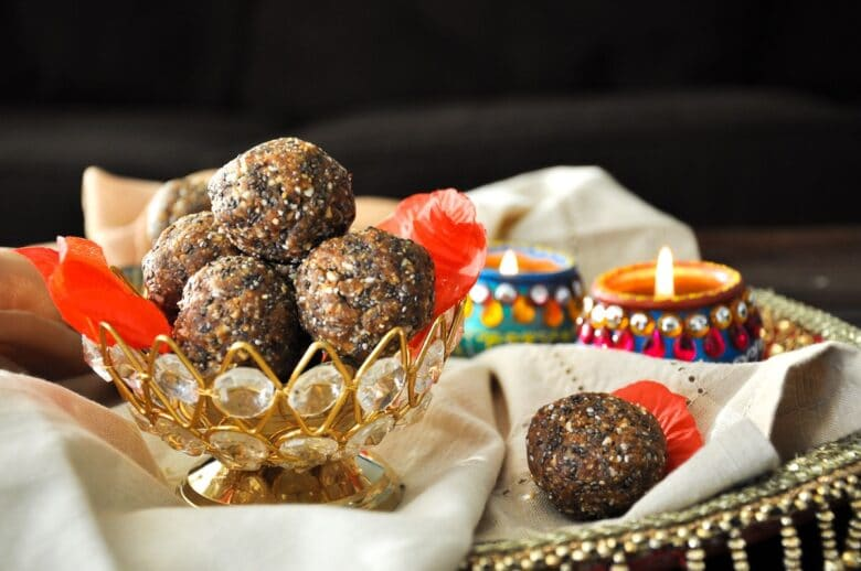 Healthy Almond Date Ladoo (gluten-free, paleo)