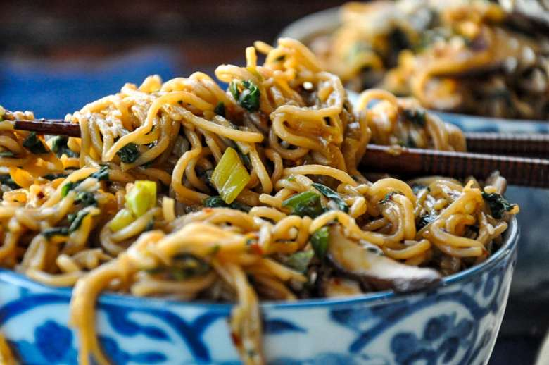 Spinach Mushroom Ramen Noodles (vegan)