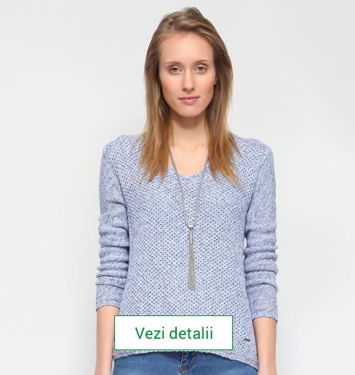 Model de pulover tricotat culoarea albastru spre mov