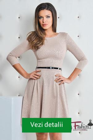 Rochie cu maneci trei sferturi si fusta in clos