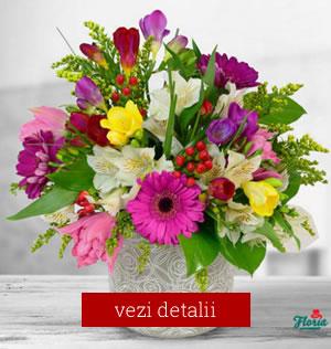 Cadou de 8 martie Buchet de flori cu frezi si altroemeria