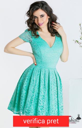 rochie din dantela albastra deschis