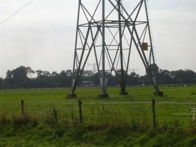 Wurgkappen in het broekstuk van een 50 kV-mast bij Bemmel