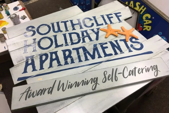 Southcliff Holiday Apartments | Hand Painted Signs Newcastle