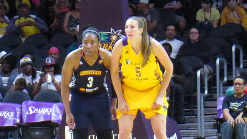 Strong third quarter pushes Sun past Sparks, 76-68