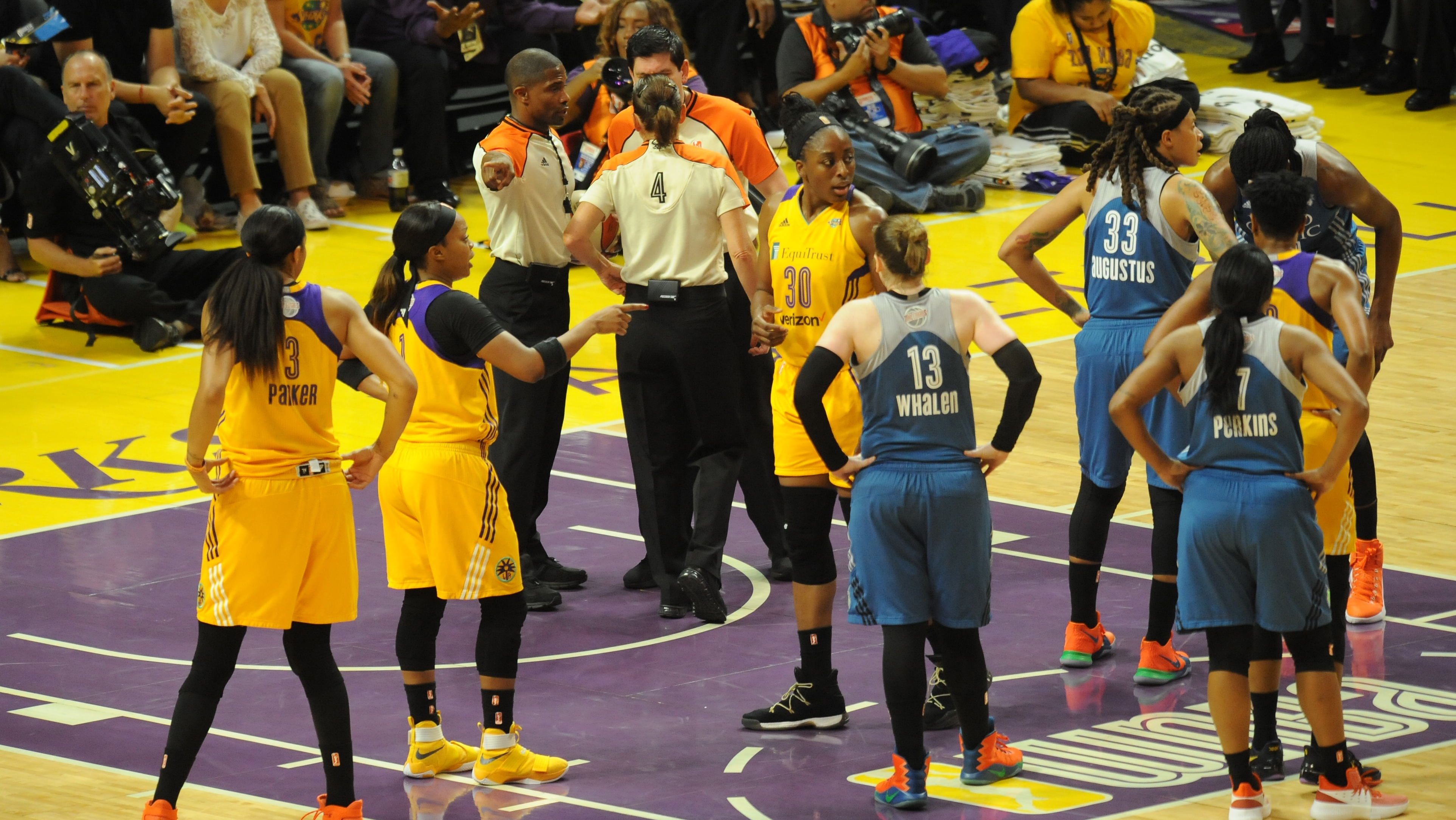 Los Angeles Sparks a win away from 2017 championship, take 2-1 series lead over Minnesota Lynx