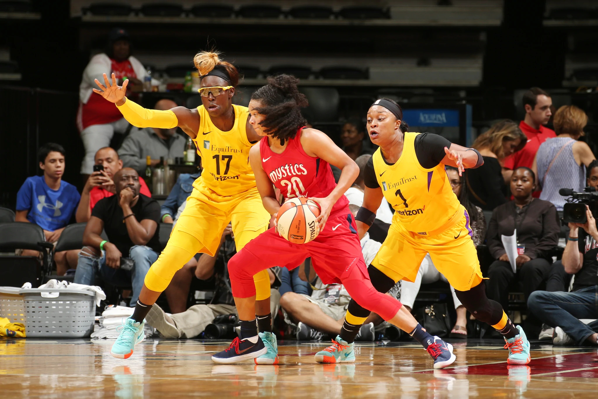 Led by Candace Parker, Los Angeles hits the ground running on road trip to hold off Washington, 97-86