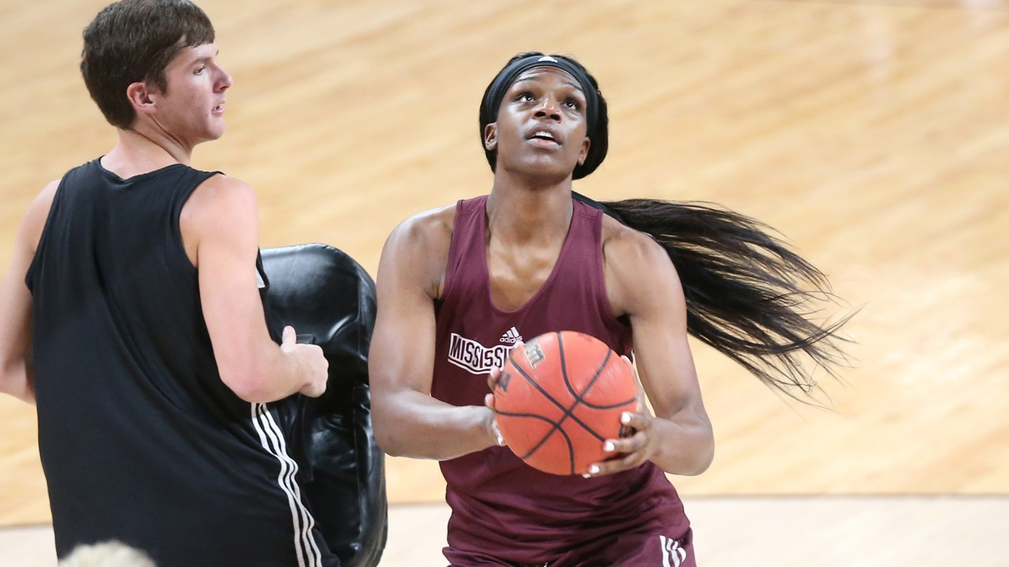 Mississippi State warms up with annual Maroon and White scrimmage